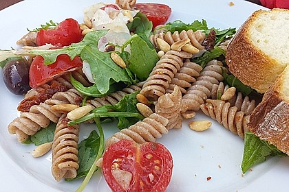 Italienischer Nudelsalat mit Rucola und getrockneten Tomaten 5