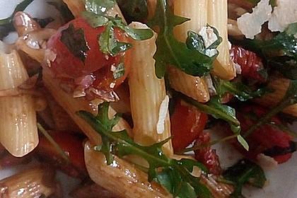 Italienischer Nudelsalat mit Rucola und getrockneten Tomaten 27