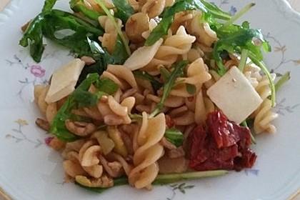 Italienischer Nudelsalat mit Rucola und getrockneten Tomaten 55