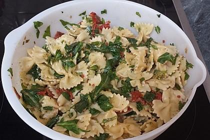 Italienischer Nudelsalat mit Rucola und getrockneten Tomaten 62