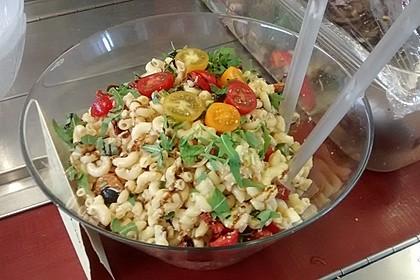 Italienischer Nudelsalat mit Rucola und getrockneten Tomaten 53
