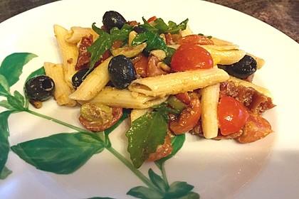 Italienischer Nudelsalat mit Rucola und getrockneten Tomaten 28