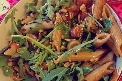 Italienischer Nudelsalat mit Rucola und getrockneten Tomaten 84