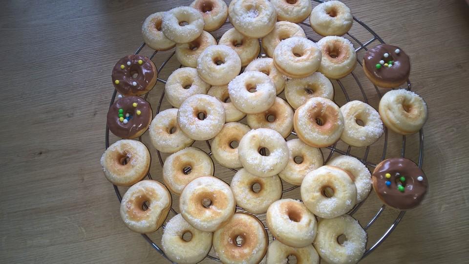 donuts f r den donutmaker von schubs. Black Bedroom Furniture Sets. Home Design Ideas