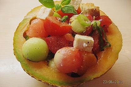 Tomatensalat mit Honigmelone und Schafskäse 3
