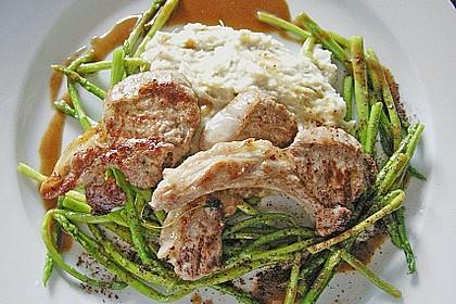 Lammkoteletts mit Artischocken - Knoblauchpüree und wildem Spargel