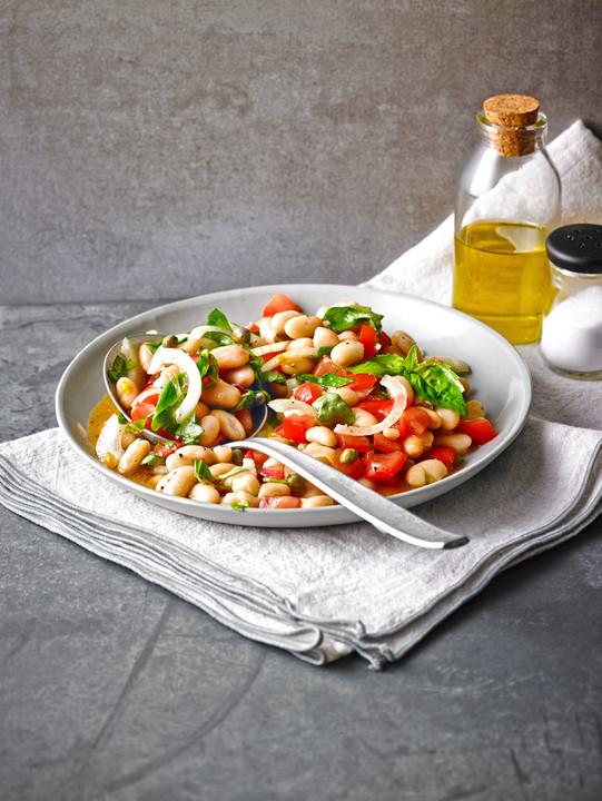 salat mit wei en bohnen und tomaten rezept mit bild. Black Bedroom Furniture Sets. Home Design Ideas