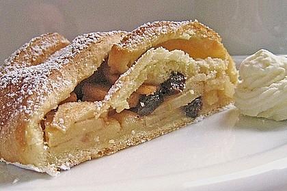 Apfelkuchen aus Hefemürbteig 5