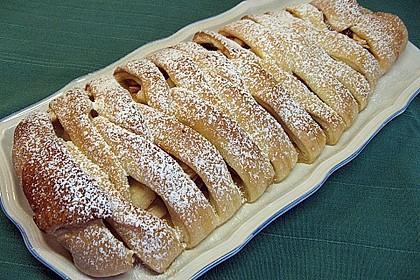Apfelkuchen aus Hefemürbteig 14