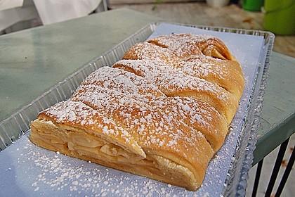 Apfelkuchen aus Hefemürbteig 3