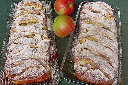 Apfelkuchen aus Hefemürbteig 4