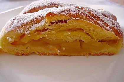 Apfelkuchen aus Hefemürbteig 51