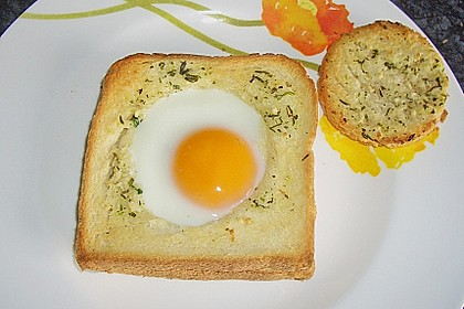 Eier im Toastbrot mit Rosmarin - Butter 24