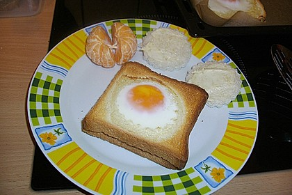 Eier im Toastbrot mit Rosmarin - Butter 33