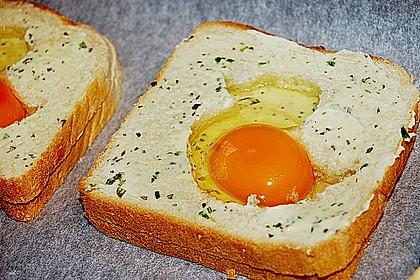 Eier im Toastbrot mit Rosmarin - Butter 22