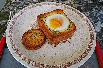 Eier im Toastbrot mit Rosmarin - Butter 10