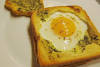 Eier im Toastbrot mit Rosmarin - Butter 12
