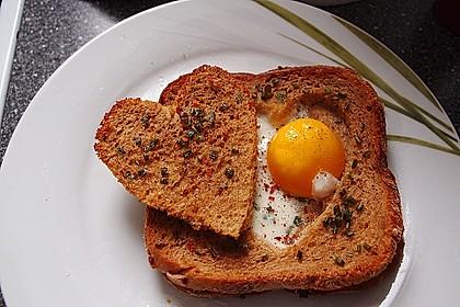 Eier im Toastbrot mit Rosmarin - Butter 15