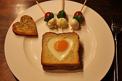 Eier im Toastbrot mit Rosmarin - Butter 9