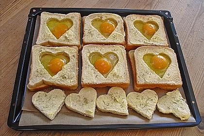Eier im Toastbrot mit Rosmarin - Butter 7