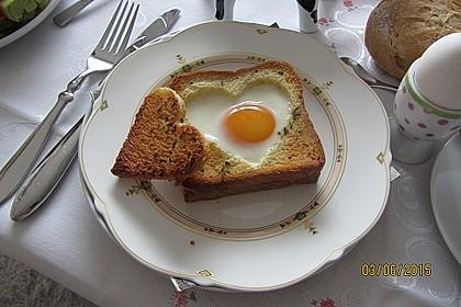 Eier im Toastbrot mit Rosmarin - Butter 1