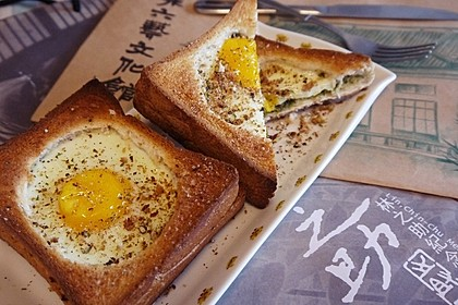 Eier im Toastbrot mit Rosmarin - Butter 4