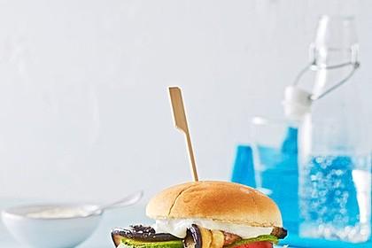 Tomaten-Auberginen-Avocado-Burger 56