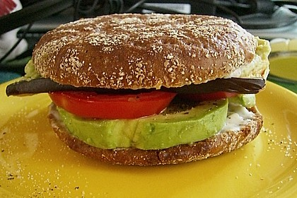 Tomaten-Auberginen-Avocado-Burger 41