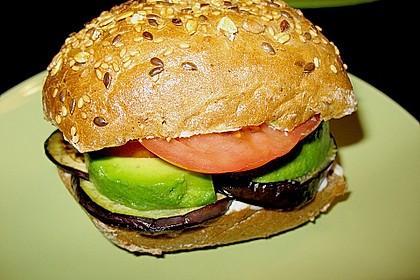 Tomaten-Auberginen-Avocado-Burger 54