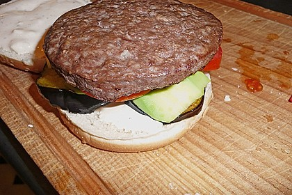 Tomaten-Auberginen-Avocado-Burger 87