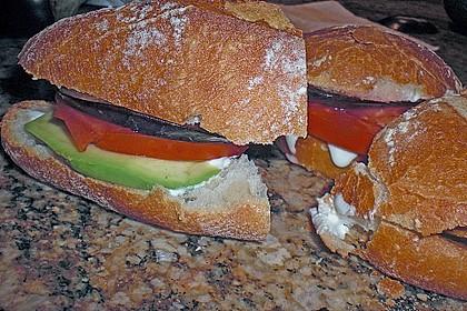 Tomaten-Auberginen-Avocado-Burger 66