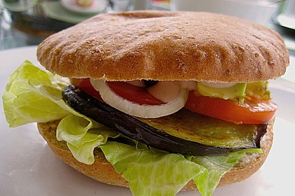Tomaten-Auberginen-Avocado-Burger 16