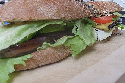 Tomaten-Auberginen-Avocado-Burger 65