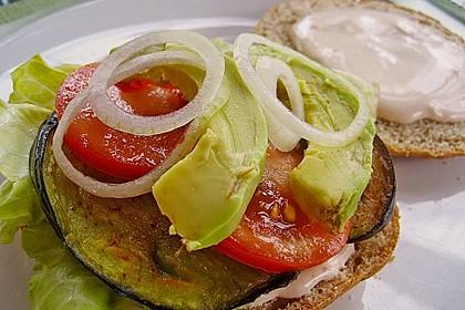 Tomaten-Auberginen-Avocado-Burger 42