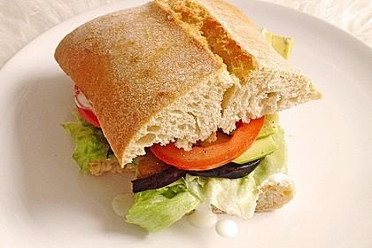 Tomaten-Auberginen-Avocado-Burger 25
