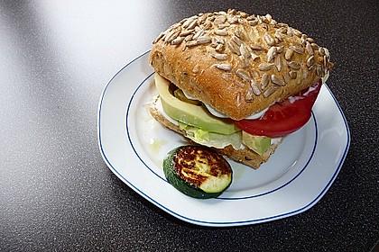 Tomaten-Auberginen-Avocado-Burger 26