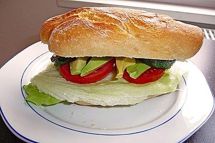 Tomaten-Auberginen-Avocado-Burger 49