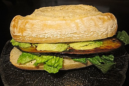 Tomaten-Auberginen-Avocado-Burger 20