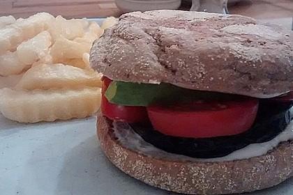 Tomaten-Auberginen-Avocado-Burger 78