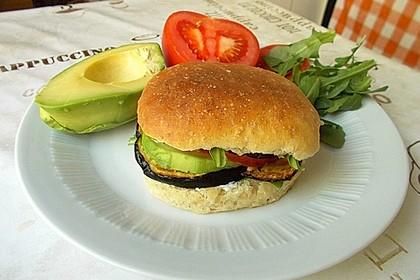 Tomaten-Auberginen-Avocado-Burger 37