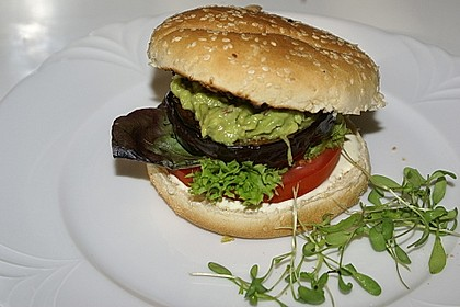 Tomaten-Auberginen-Avocado-Burger 18