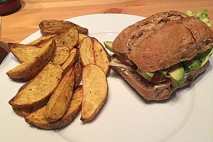 Tomaten-Auberginen-Avocado-Burger 13