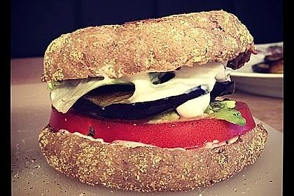 Tomaten-Auberginen-Avocado-Burger 33