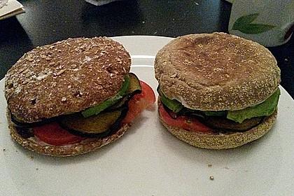Tomaten-Auberginen-Avocado-Burger 74