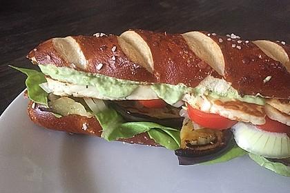 Tomaten-Auberginen-Avocado-Burger 19