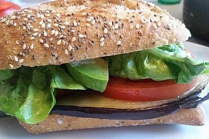 Tomaten-Auberginen-Avocado-Burger 30