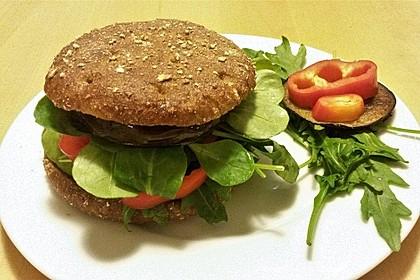 Tomaten-Auberginen-Avocado-Burger 3