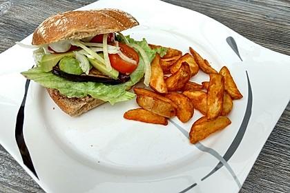 Tomaten-Auberginen-Avocado-Burger 69