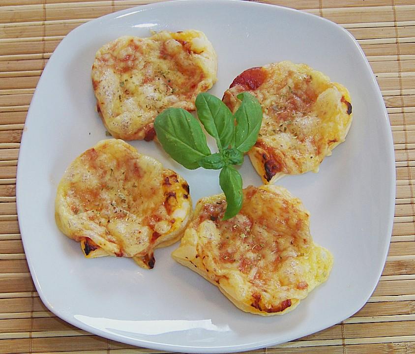 mini pizzen mit mozzarella aus kartoffelteig rezepte suchen. Black Bedroom Furniture Sets. Home Design Ideas
