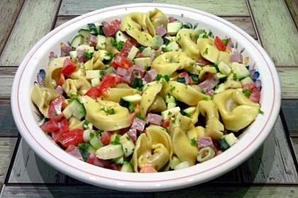 Tortellinisalat mit Zucchini und Schinken 9